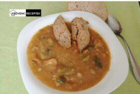 Kelkáposzta főzelék recept: Fasírozottal és barna kenyérrel tálalva