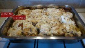 Sajtos karaj krumpli ágyon receptje
