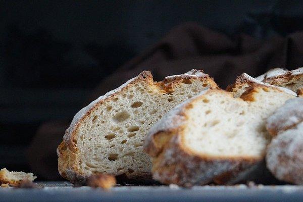 Szeletelve, vagy egyben tároljuk a kenyeret?