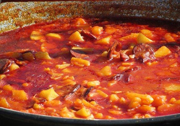Paprikás krumpli - bográcsos étel