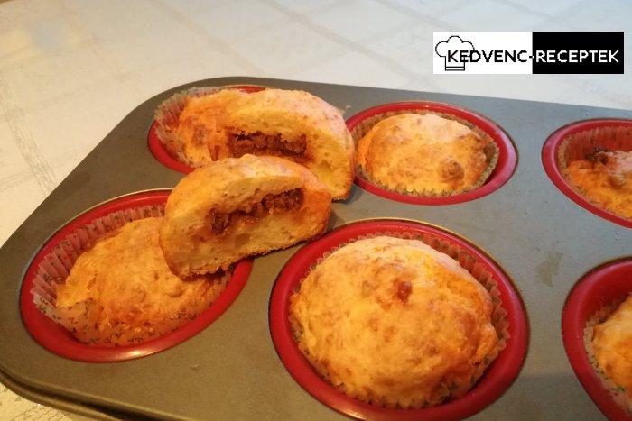 Sajtos muffin kolbásszal