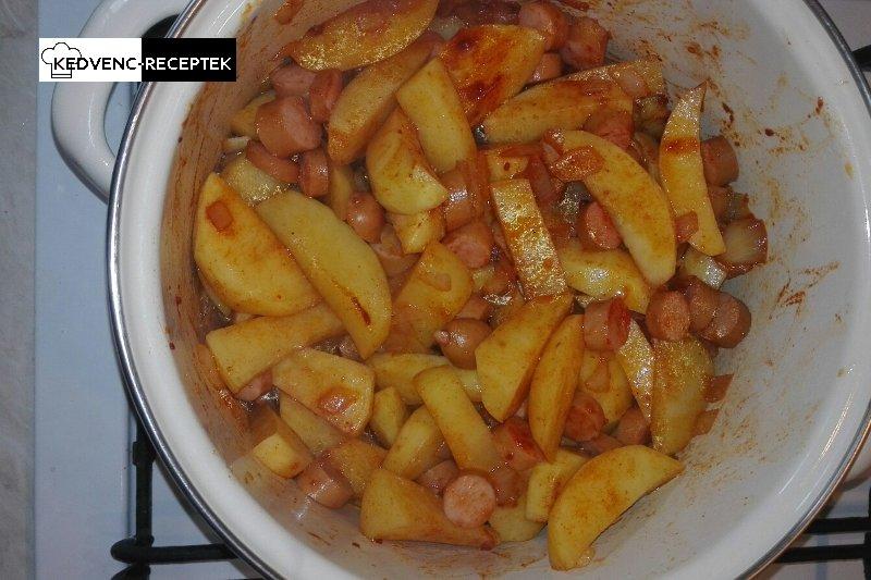Paprikás krumpli recept virslivel: készen vagyunk!