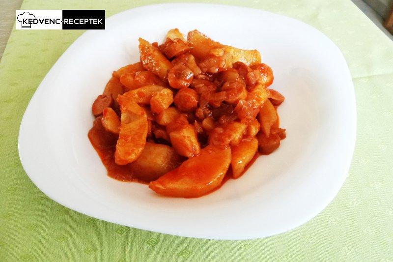 Paprikás krumpli virslivel: olcsó, gyors egytálétel