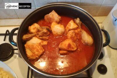 Csirkepörkölt: kész az étel!
