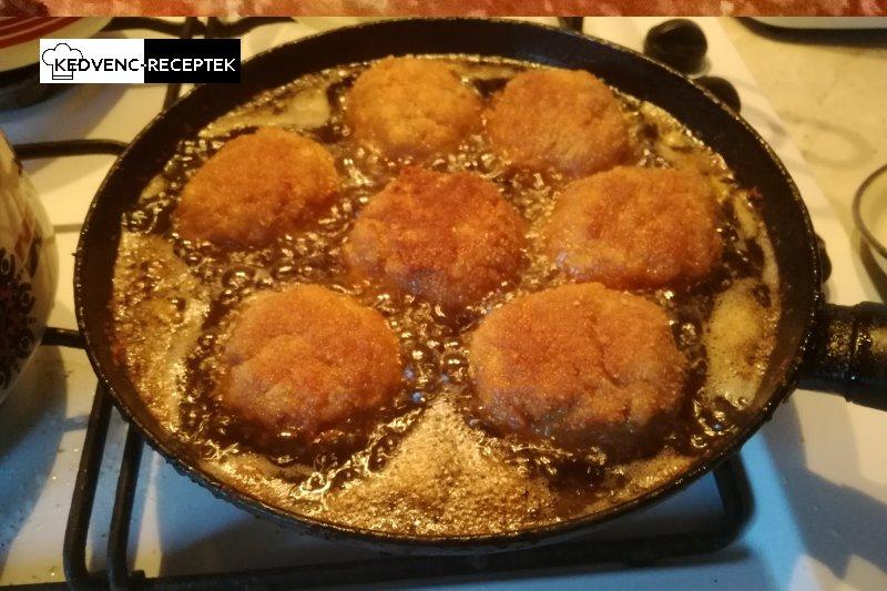 Fasírt recept: Sül a fasírt pogácsa