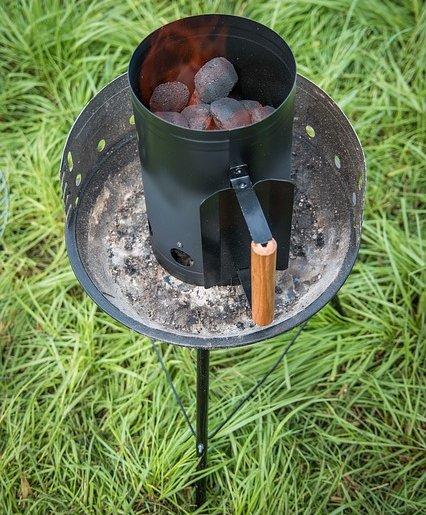 Tökéletes faszén parázs készíthető grill kémény segítségével