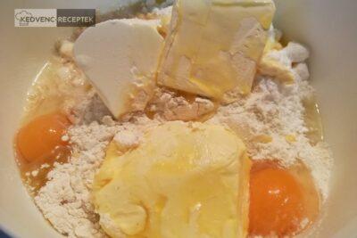 Rácsos, pudingos, almás pite: A pite tésztájának összetevőit gyúrd össze!