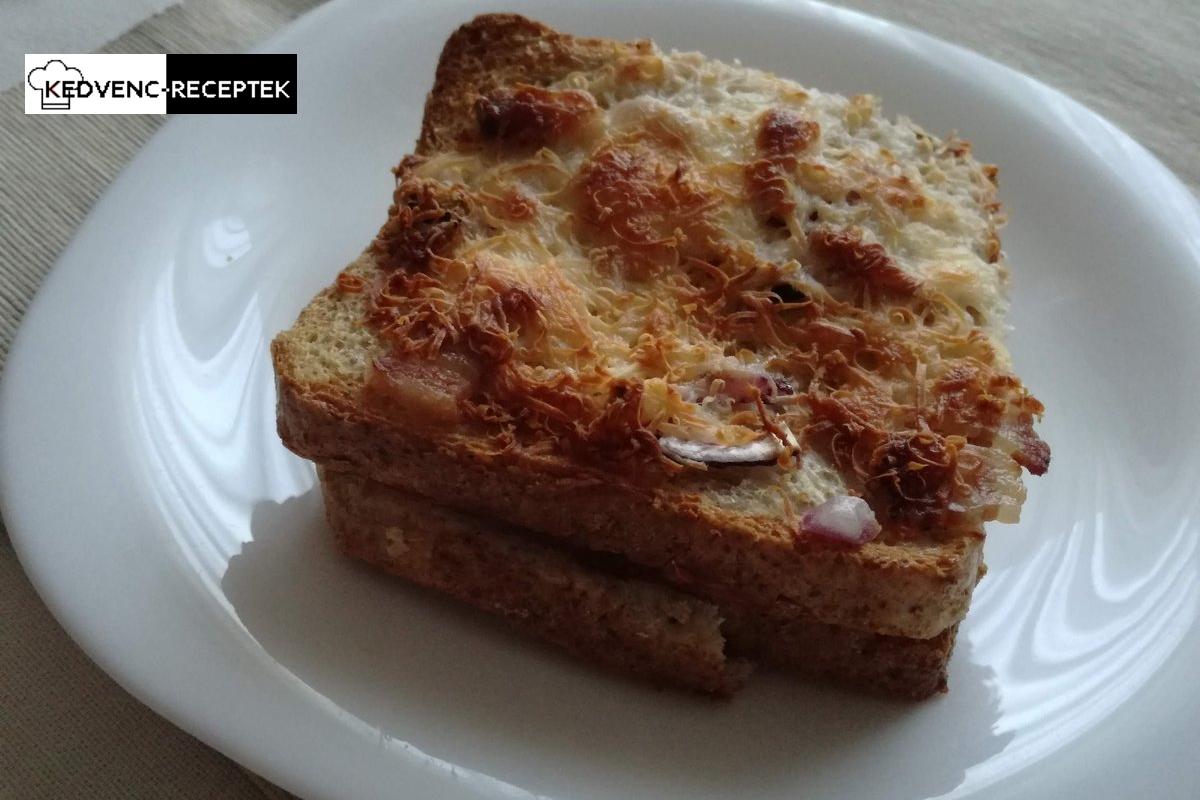 Kész a bundáskenyér sütőben sajttal, sonkával, szalonnával
