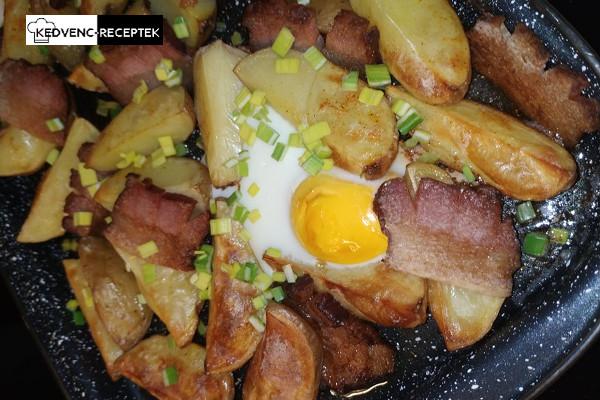 Fűszeres sült krumpli szalonnával, tojással